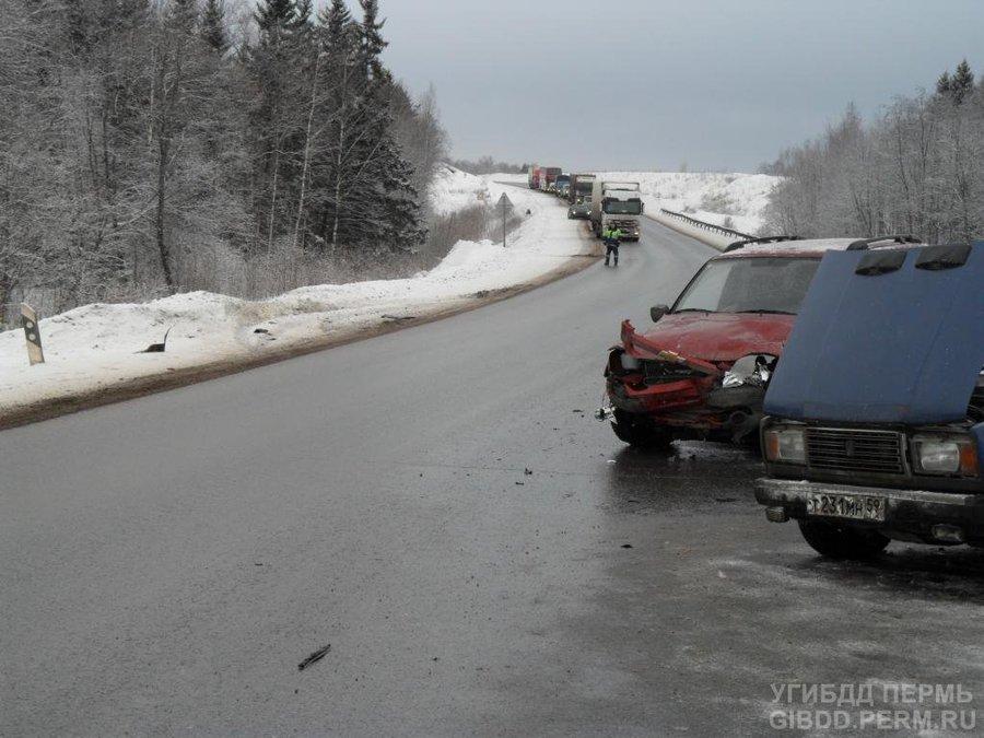 На трассе Пермь — Екатеринбург столкнулись два автомобиля