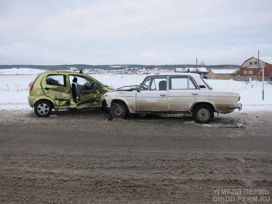 В Суксунском районе в столкновении Шевроле и ВАЗа погиб человек - фото 1