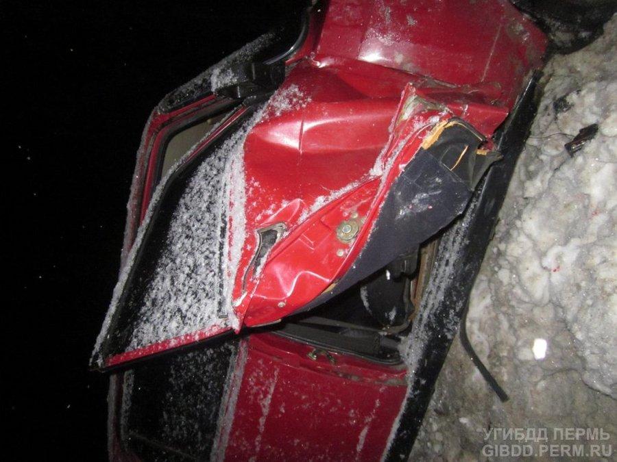 В Перми Калина сбила двух пешеходов и автомобиль