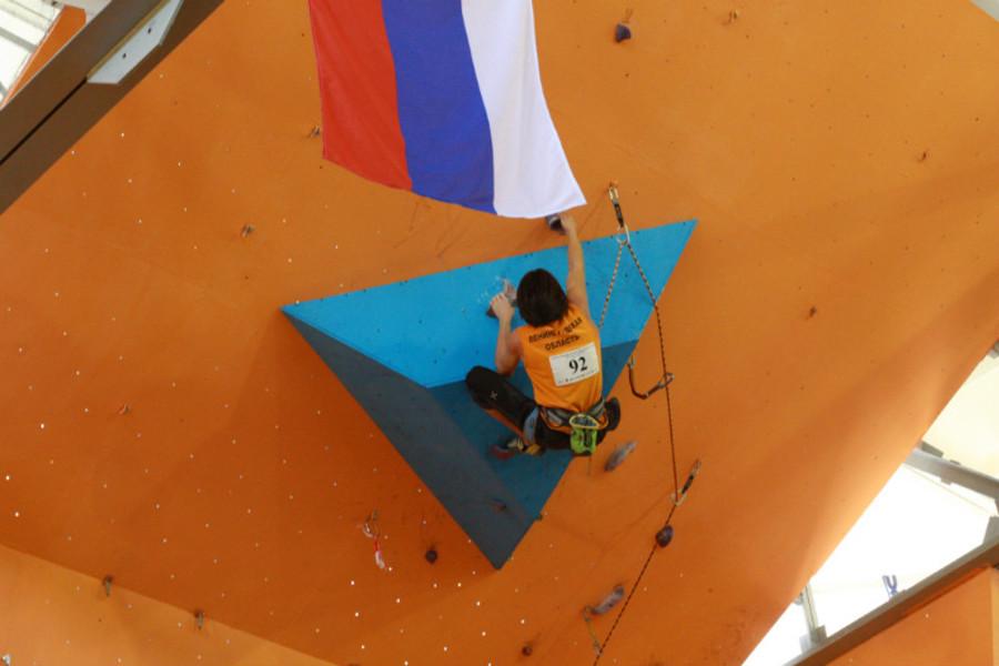 В Пермской гимназии российские юноши лазали по скалам - фото 12