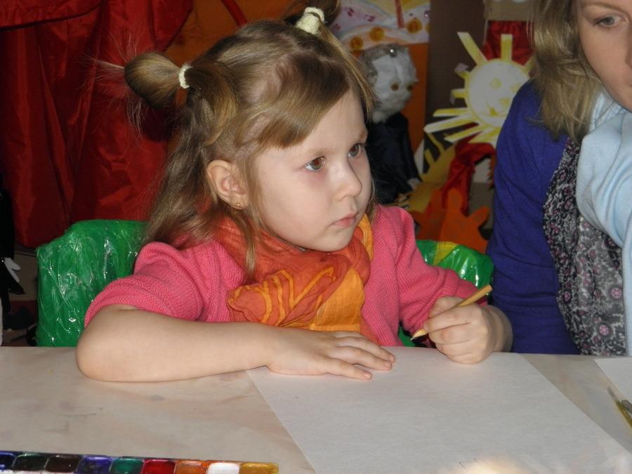 Пермские детишки рисуют любимых мам в стиле модерн