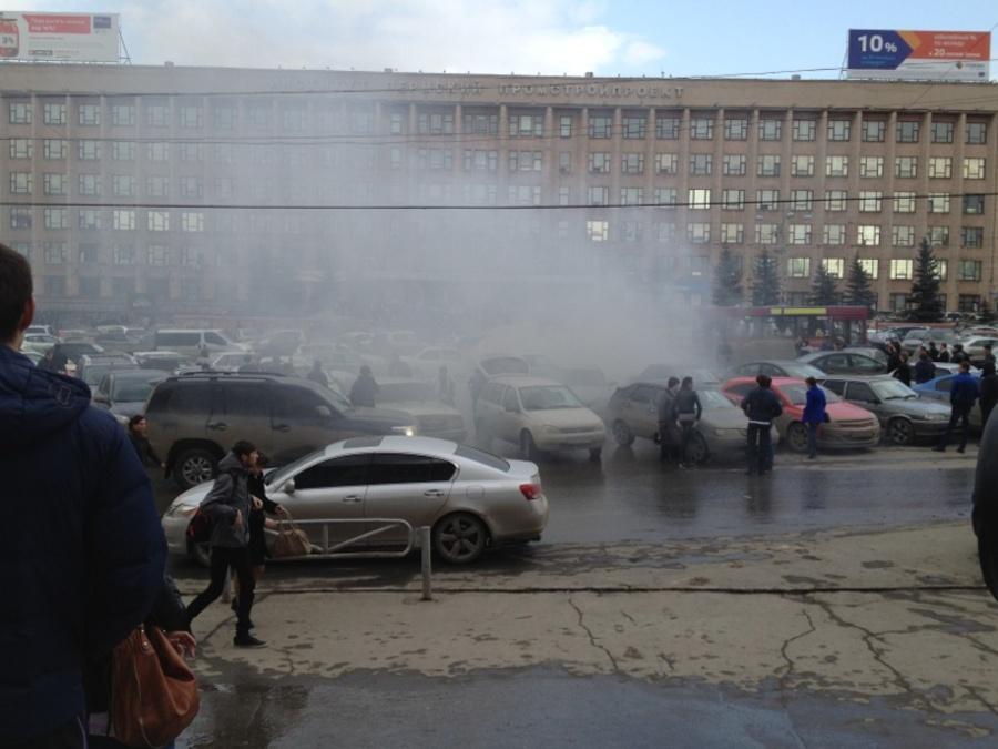 Сегодня в Перми на автостоянке у политеха сгорел Форд Мондео