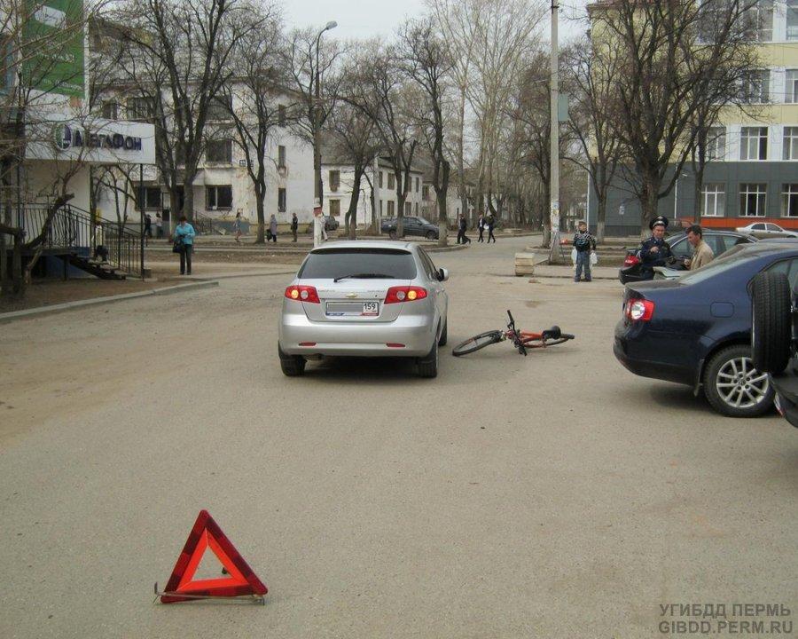 В Чайковском мальчик на велосипеде таранил автомобиль