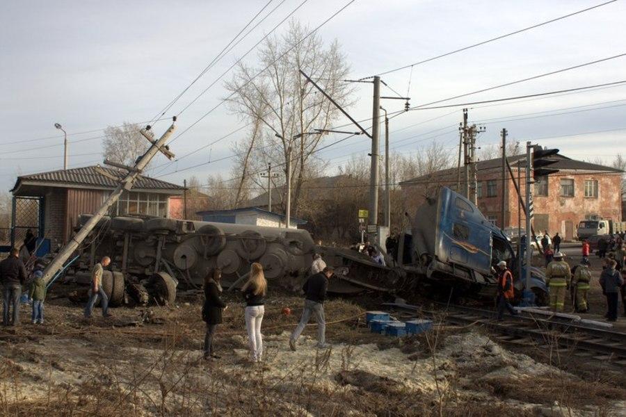 В Чусовом на железнодорожном переезде очередная авария - фото 1