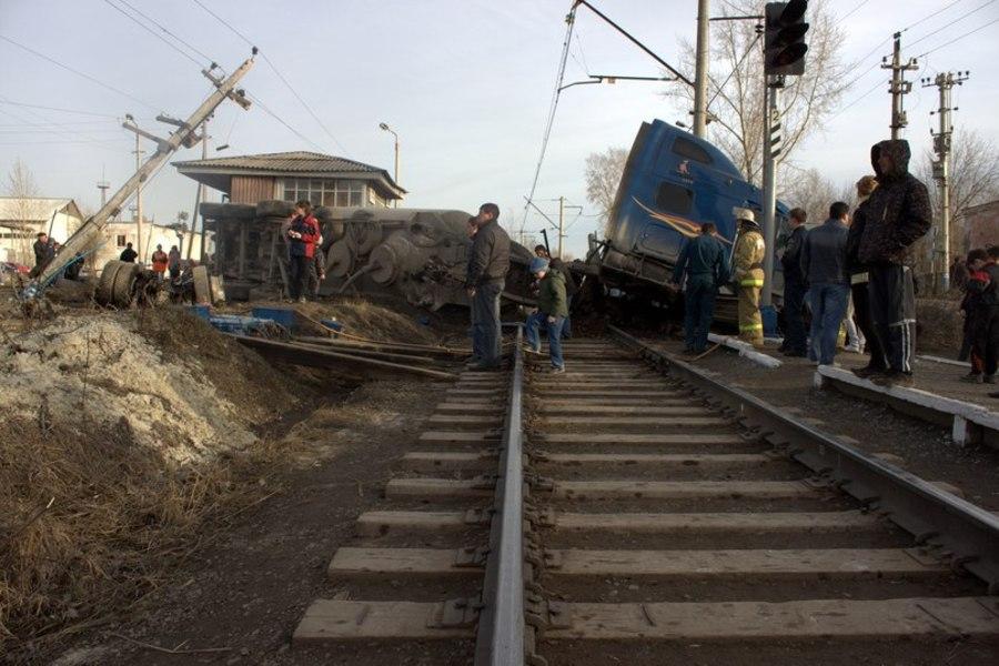 В Чусовом на железнодорожном переезде очередная авария - фото 4