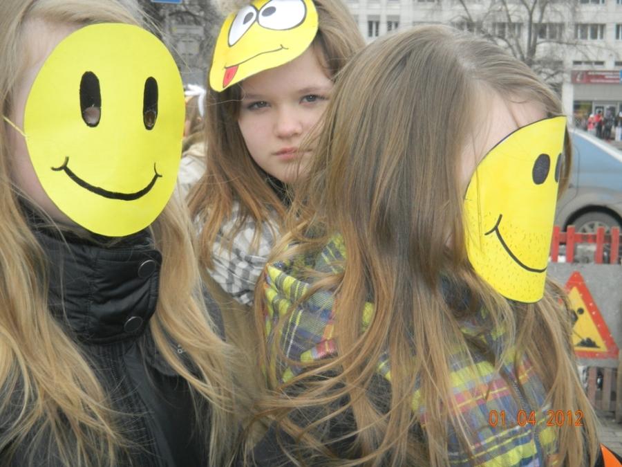 Город Пермь сегодня развеселили смайлы - фото 1