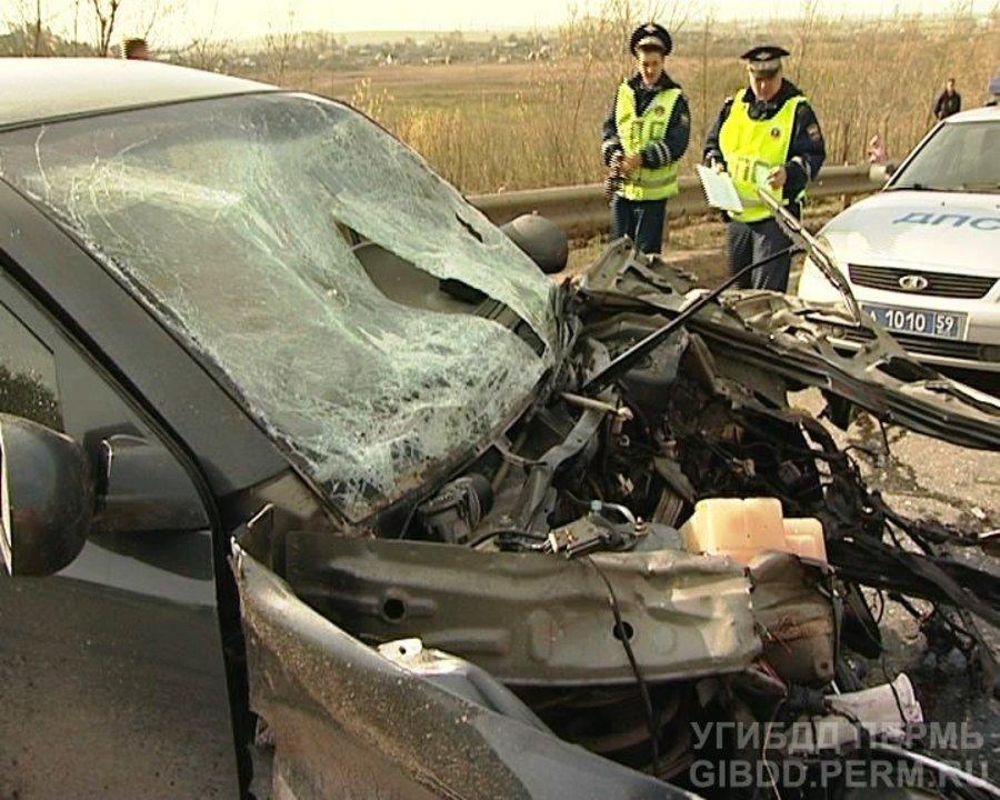 В Перми в столкновении 3 автомобилей погибли 2 человека