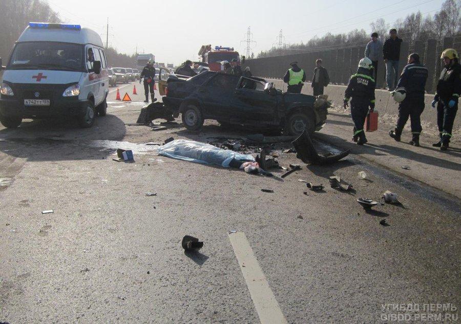 В Перми в столкновении с подметальной машиной погиб водитель ВАЗа