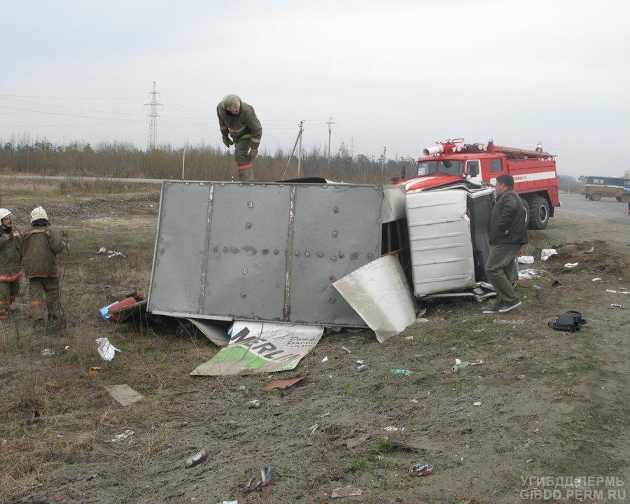 В Краснокамском районе перевернулся автофургон