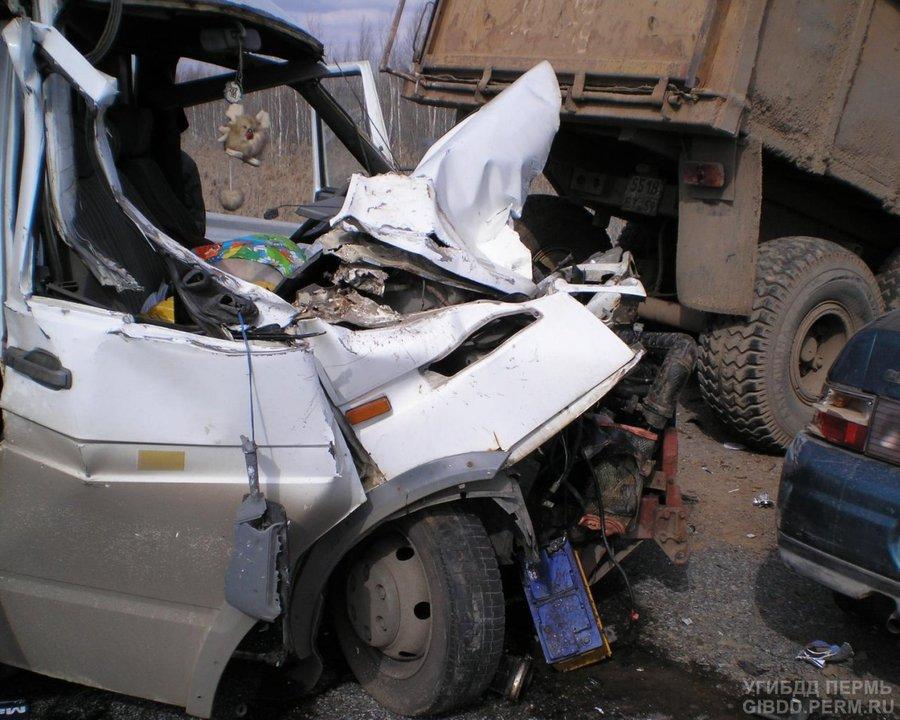 В Краснокамском районе произошло столкновение двух машин и  трактора - фото 1