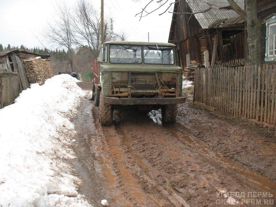 В деревне Груни попал под вездеход пешеход - фото 1