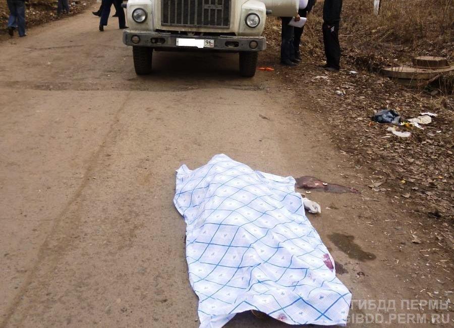 В поселке Сокол Пермского района женщина погибла под фургоном