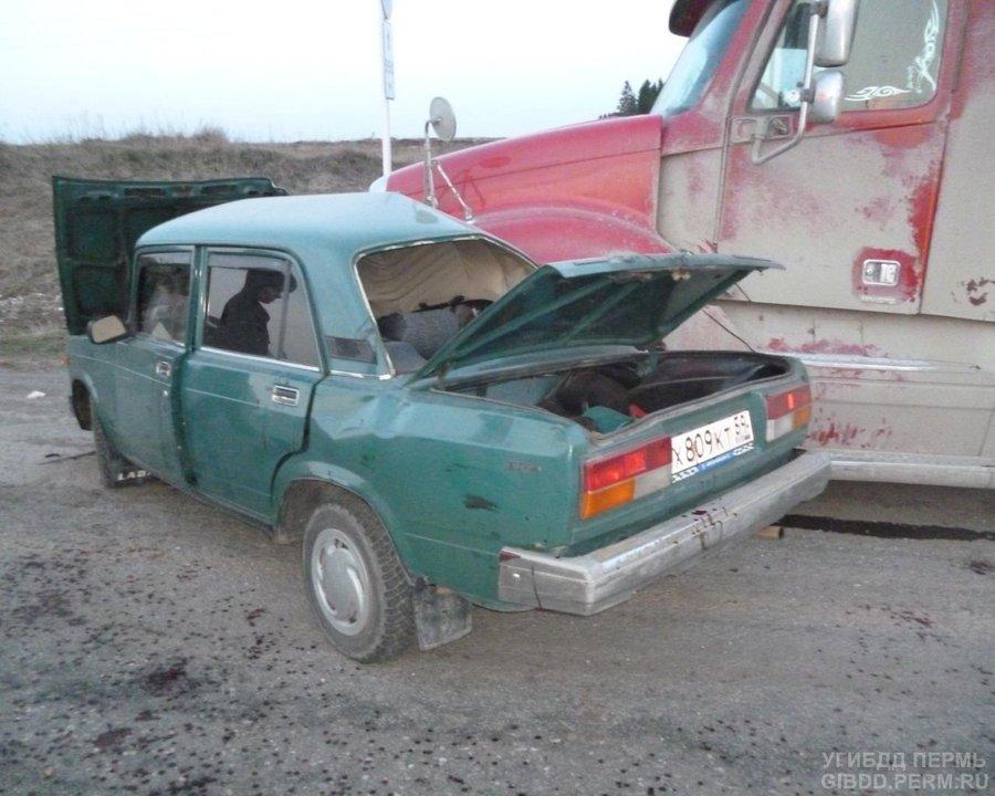 В Пермском районе водитель ВАЗа не уступил дорогу фуре