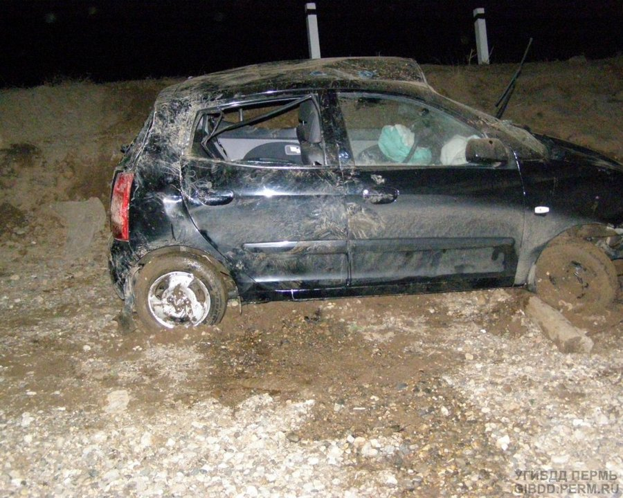 В Юсьвенском районе Киа Пиканто упал с моста, водитель погиб - фото 1