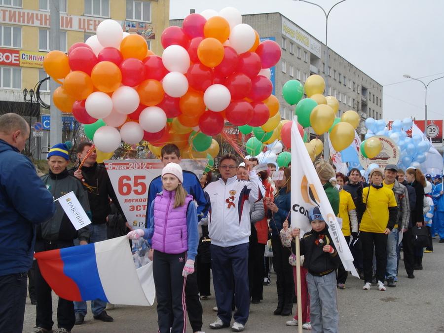 В Соликамске сегодня бегали под снегом и тянули КАМАЗ