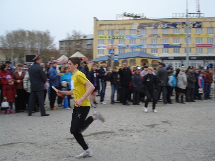 В Соликамске сегодня бегали под снегом и тянули КАМАЗ - фото 6