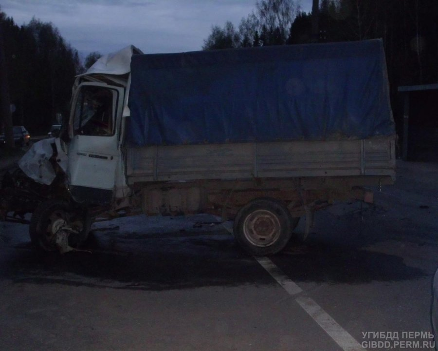 В Пермском крае Газель столкнулась с японским грузовиком
