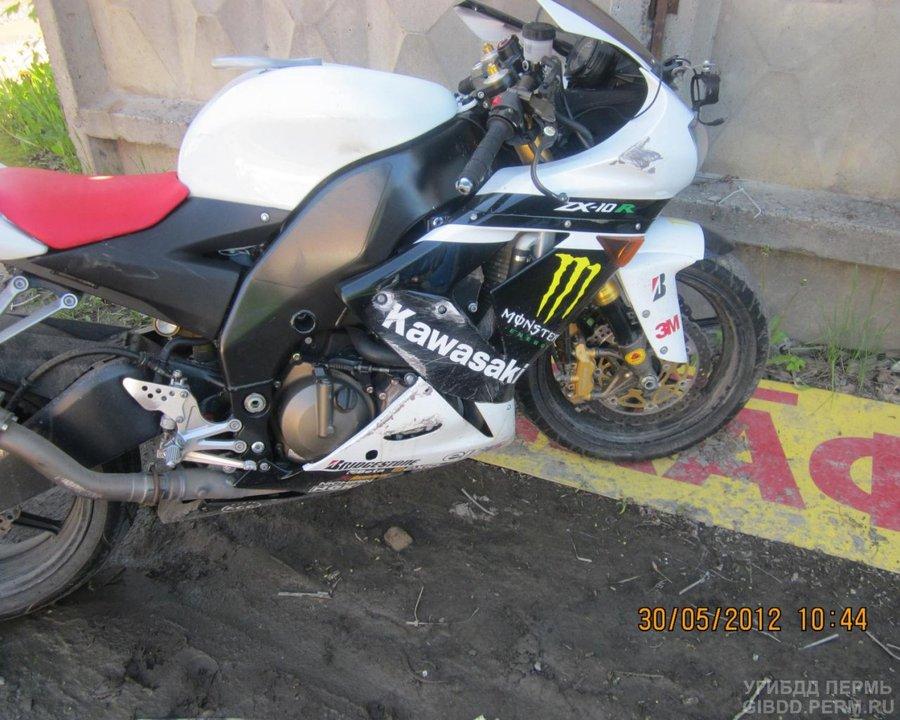 В Перми перевернулся мотоциклист на Кавасаки