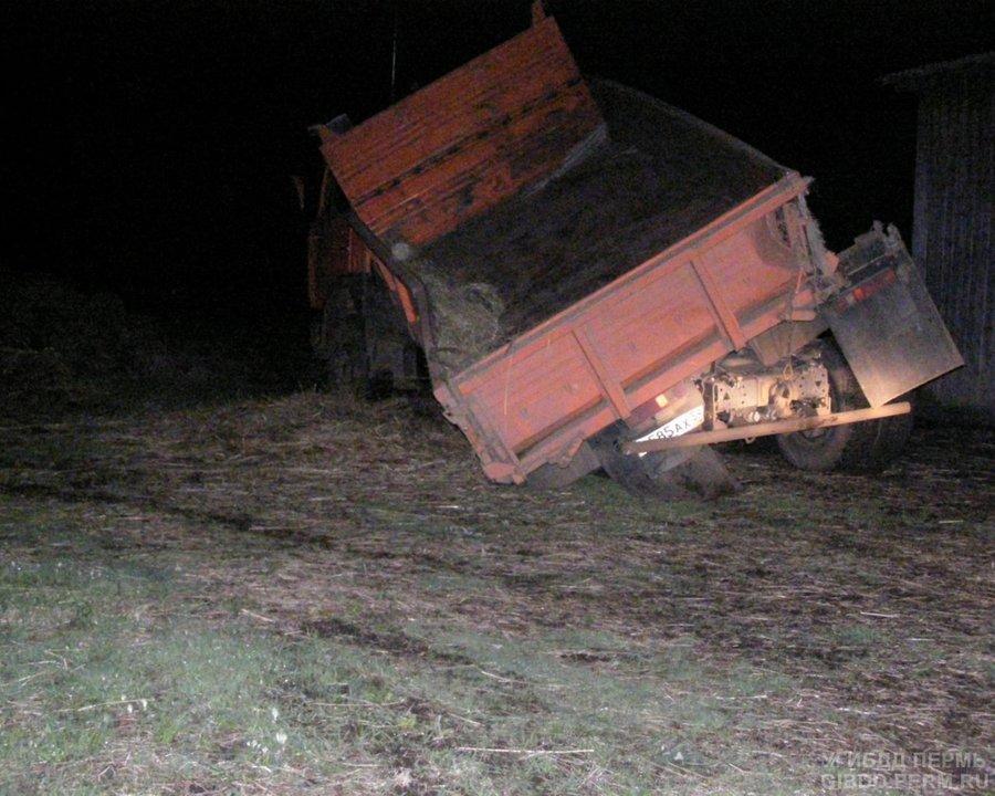 В Куединском районе КАМАЗ врезался в грузовой поезд