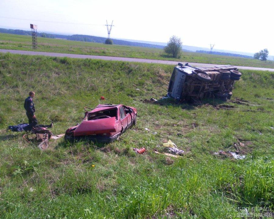 В Кунгурском районе пьяный водитель на КАМАЗе врезался в Опель Аскона