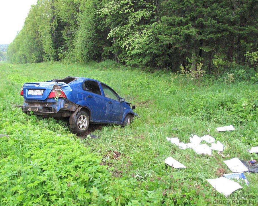 В Лысьвенском районе пьяный водитель перевернул Шевроле - фото 1
