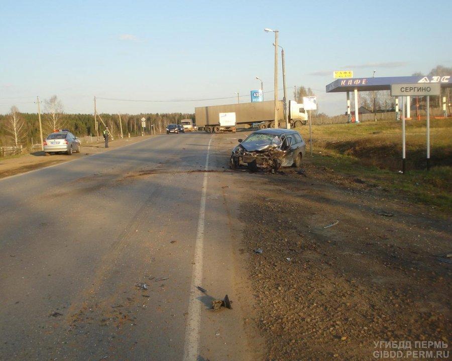 В Нытвенском районе в лобовом столкновении погиб водитель ВАЗа - фото 1