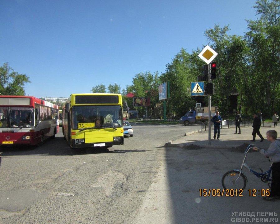 В Перми водитель автобуса сбил дисциплинированного второклассника - фото 1