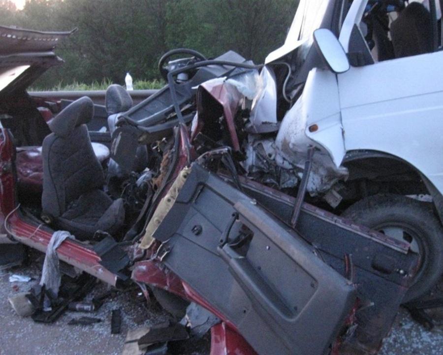 На федеральной трассе в Пермском крае погибли два человека, еще два ранены - фото 1