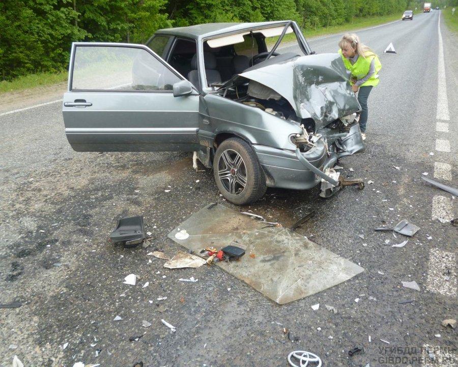 В Пермском районе тяжело ранены водитель и пассажир ВАЗа - фото 1