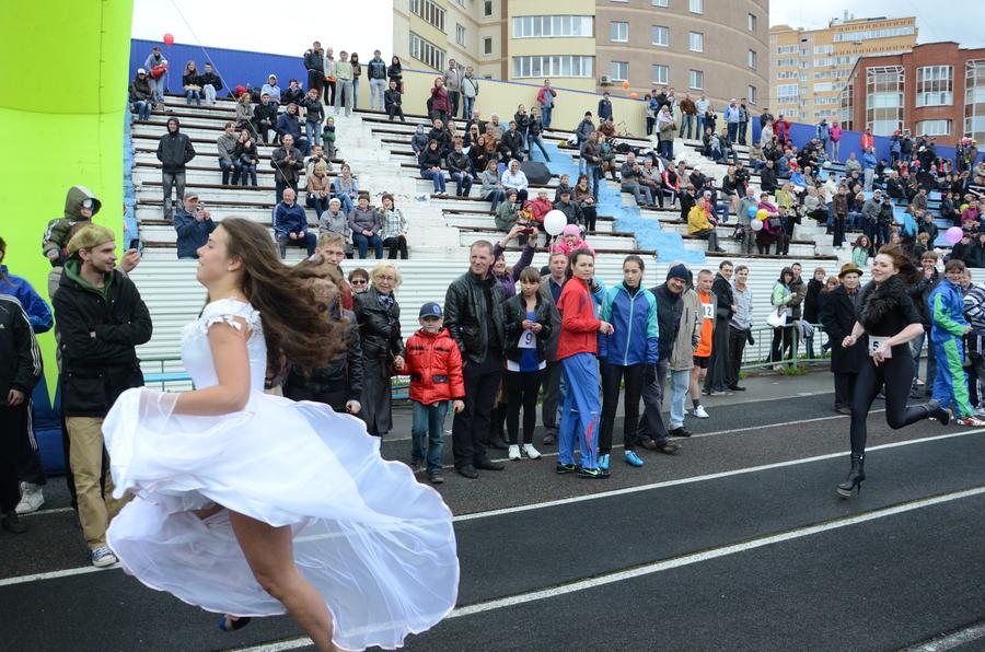 Пермские девушки пробежали стометровку на каблуках