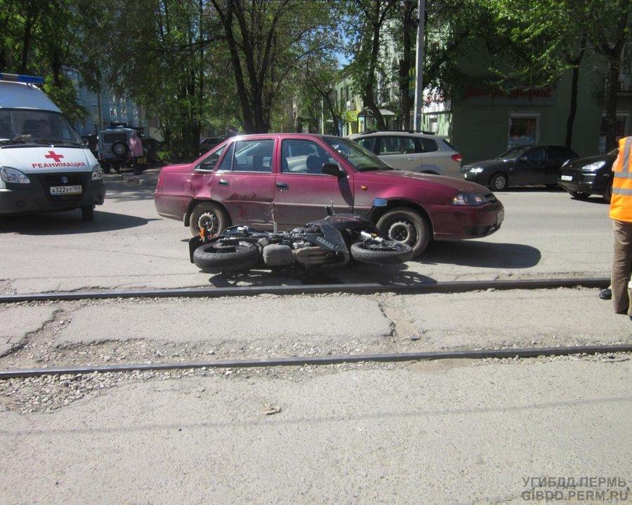 В Перми Дэу Нексия сбила мотоциклиста