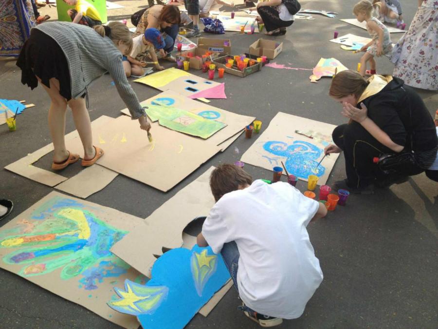 Маленькие пермские художники устроили театр на набережной
