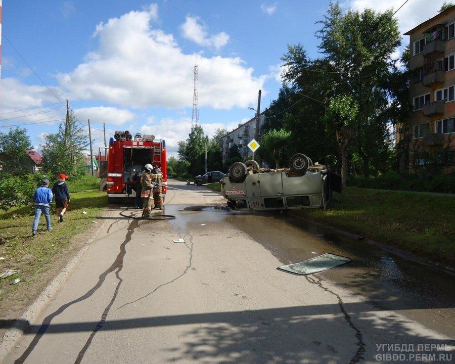В Березниках ВАЗ столкнулся с УАЗом - фото 1
