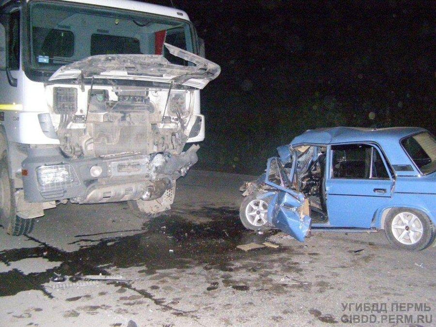 В Чусовом «шестерка» врезалась в автобус, двое погибших - фото 1
