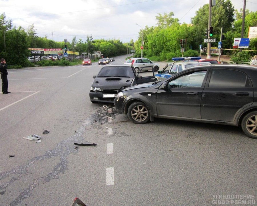 В Перми водитель Шевроле в ДТП сломал собственный палец