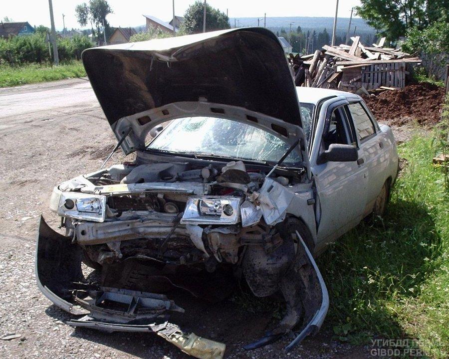 В Горнозаводске в больницу попали два водителя ВАЗа