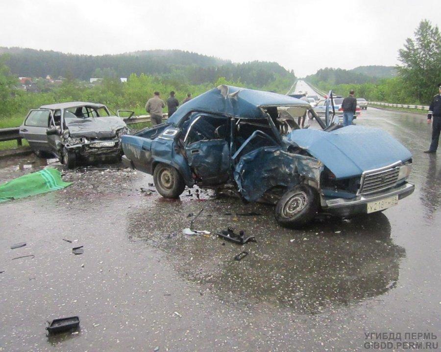 В автоаварии в Перми один человек погиб, четверо ранены
