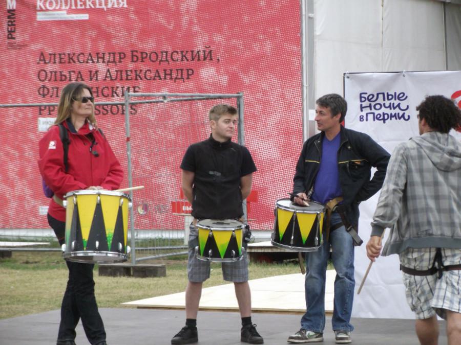 «Заводные» барабанщики не дали пермякам скучать