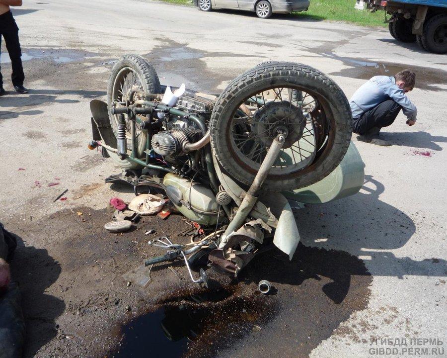 В Красновишерске в ДТП погиб мотоциклист, его пассажир -  в больнице - фото 1