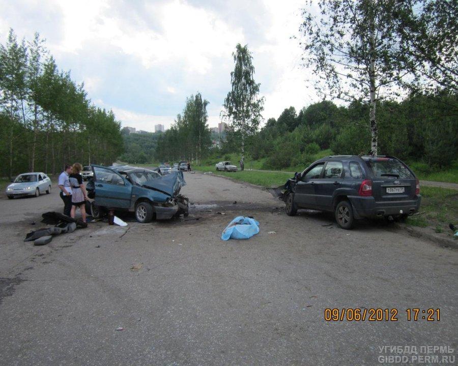 В Перми в ДТП погибли два человека, еще двое ранены