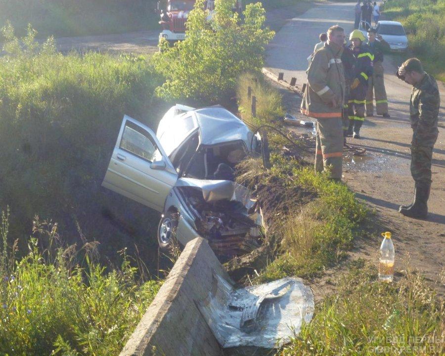 В Пермском районе водитель «десятки» перевернул автомашину с пассажирами и скрылся - фото 1