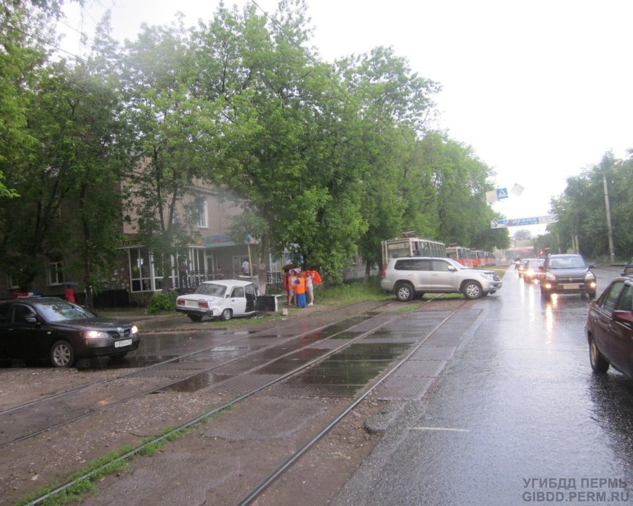 В Перми пострадавший водитель ВАЗа сбежал из скорой помощи - фото 1