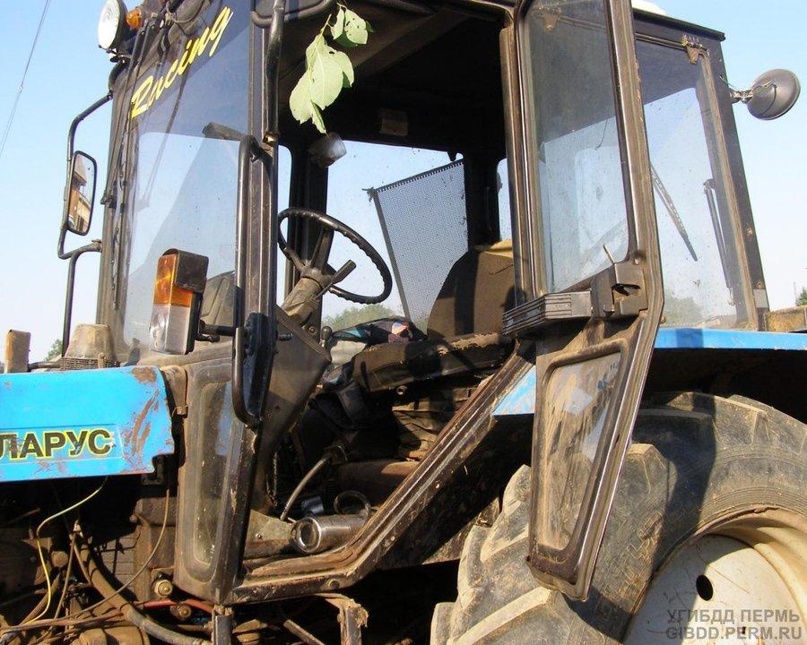 В Бардымском районе из трактора выпала женщина