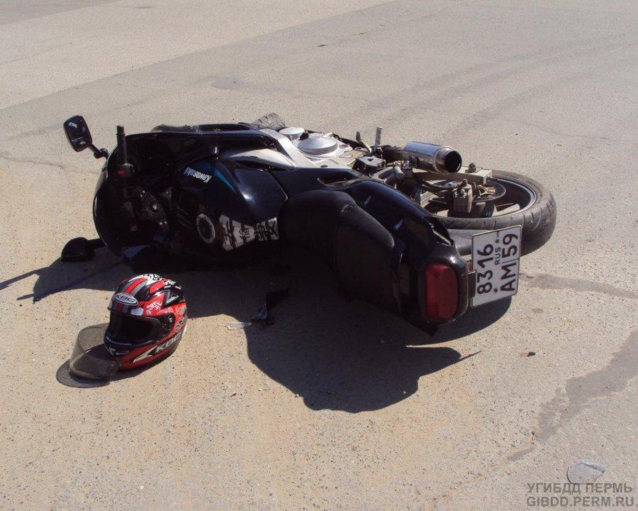 В Добрянке водитель Кашкая сбил мотоцикл Кавасаки