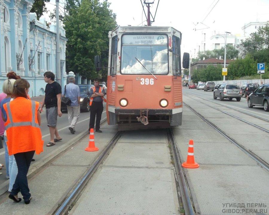 В Перми женщина попала под трамвай