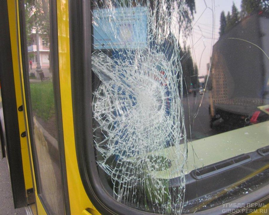 В Перми автобус сбил шестиклассницу - фото 1
