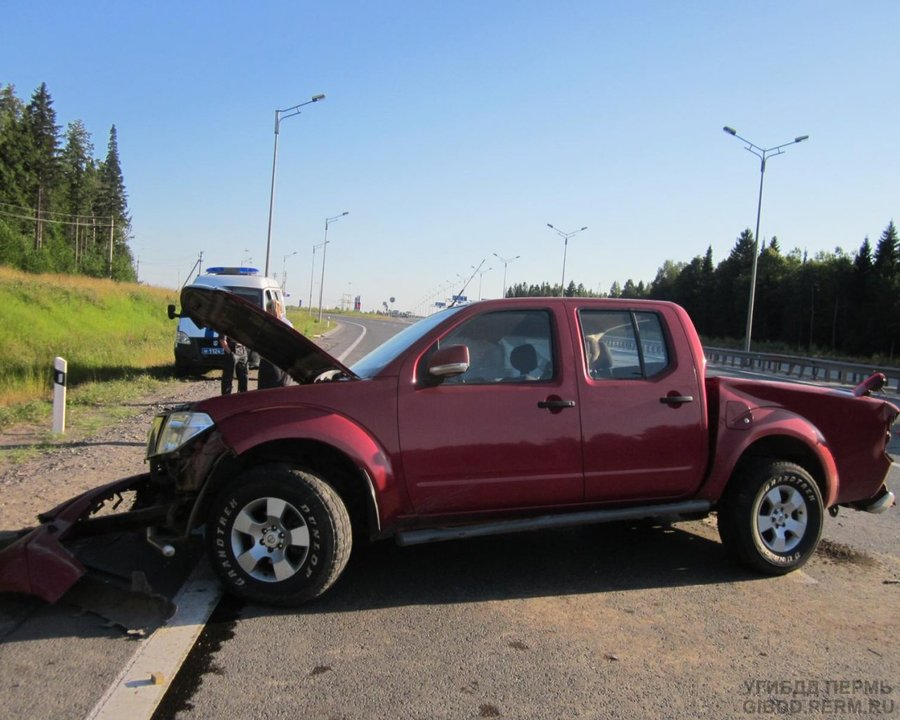 В Перми Ниссан Наварра повредил голову собственному водителю