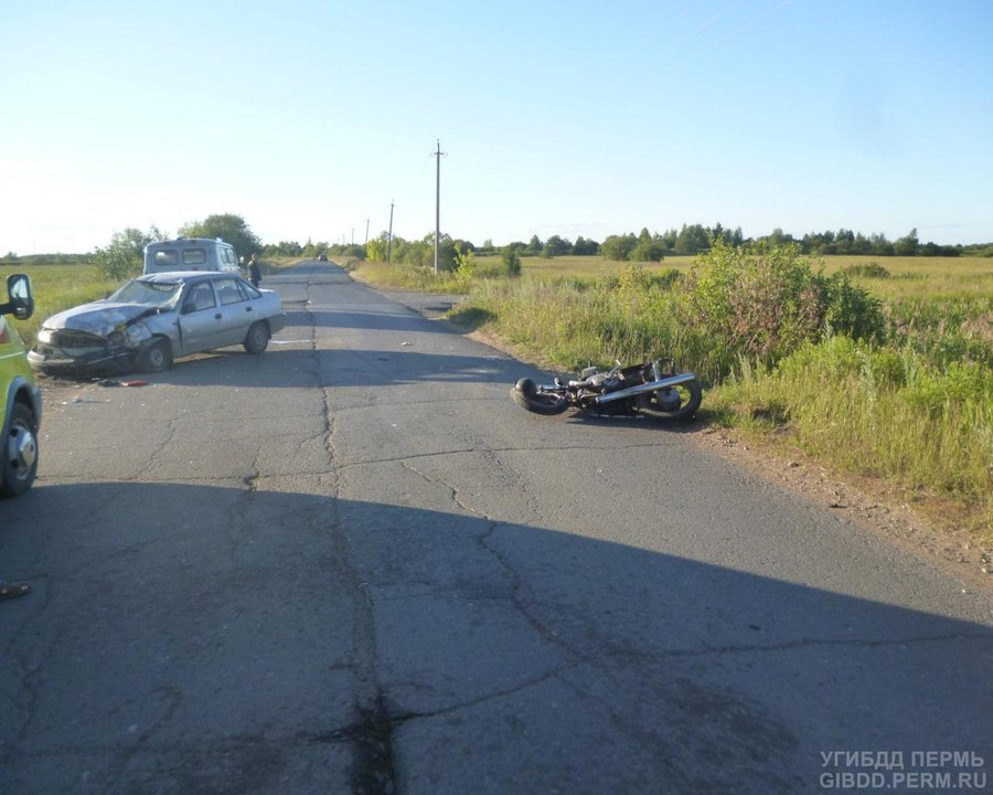 В Пермском районе в столкновении мотоцикла и легковушки два человека погибли - фото 1
