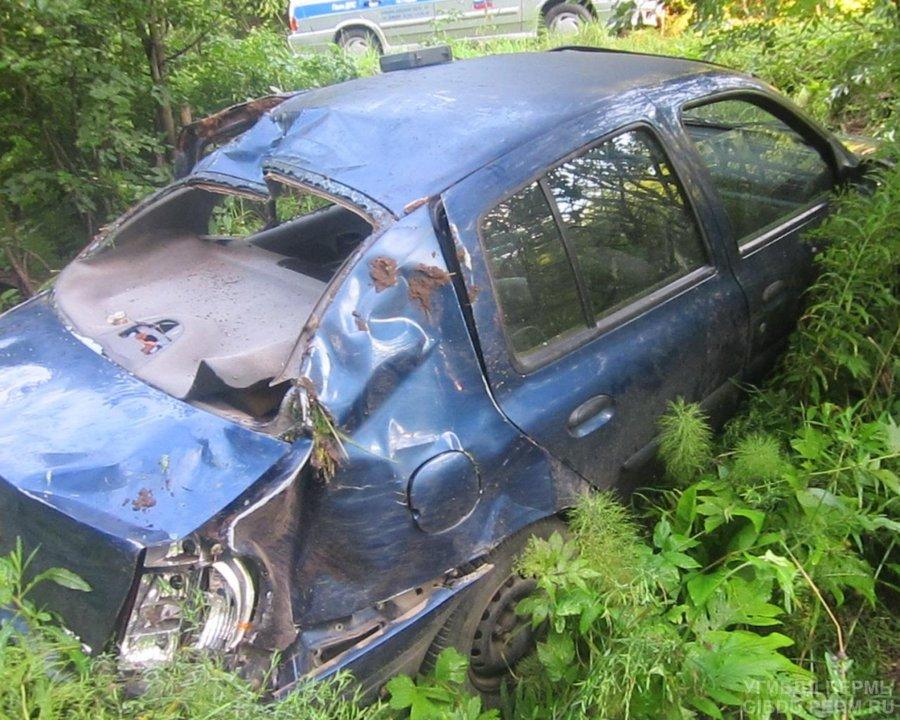 В Перми женщина-водитель перевернулась на своем автомобиле - фото 1