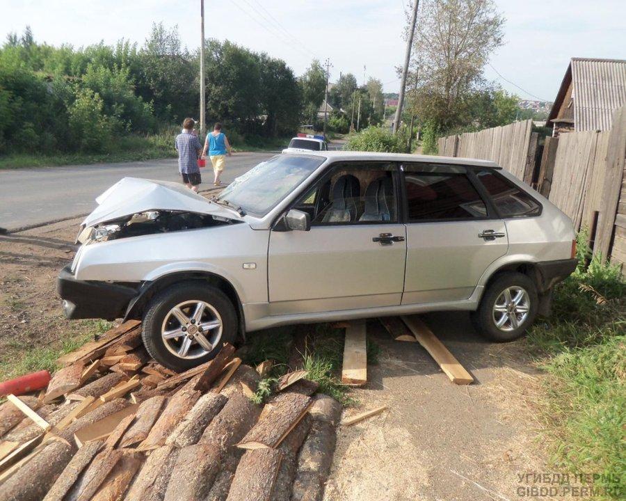 В Верещагино «девятка» врезалась в опору ЛЭП - фото 1